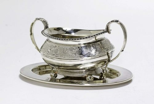 TRAY AND SUGAR BOWL,20th century. Matching.  Silver and silver-plated. England and WMF. Oval, silver-plated tray. Oval sugar bowl on four spherical feet with profiled handles on both sides. Florally engraved shoulder. With protruding rim. H 8 cm, 278 g.