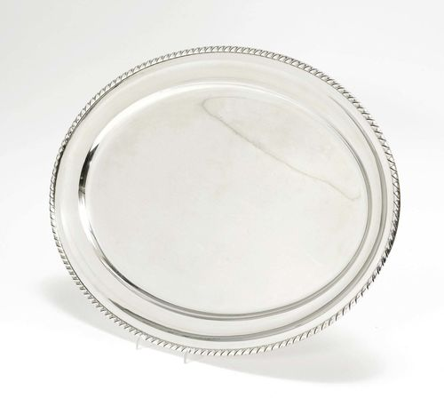 OVAL PLATTER, 20th century.Oval shape with corded rim. 55x37 cm, 1519 g.