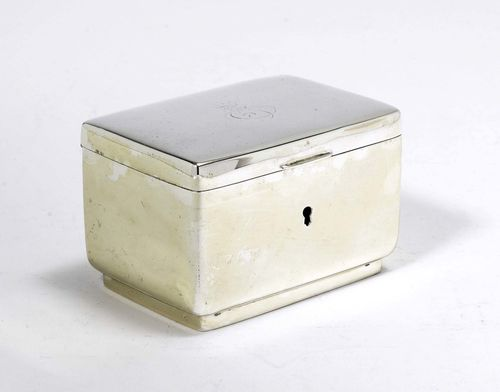 BOX WITH COVER,Austria, end of the 19th century. With maker's mark: MG. H 8 cm, 494 g.