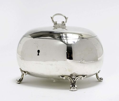 BOX WITH COVER,Vienna ca. 1890. Maker's mark: Vincenz Czokally. Egg-shaped body with four scroll feet. H 12.6 cm, 462 g.