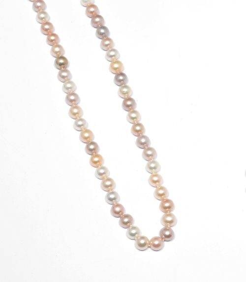 PEARL NECKLACE. Yellow gold 750. Attractive, multicolour necklace of 51, slightly button-shaped freshwater cultured pearls of ca. 9.7 -10.5 mm Ø in shades of white and pink. L ca. 54 cm.
