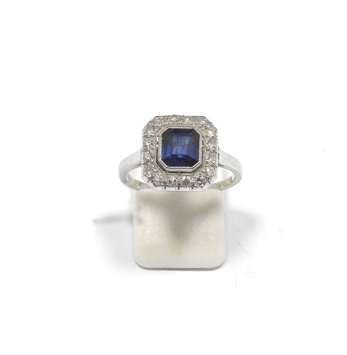 SAPPHIRE AND DIAMOND RING, ca. 1930. White gold 585. Classic-elegant ring, the top set with 1 step-cut sapphire weighing ca. 1.50 ct, within a border of 16 single-cut diamonds weighing ca. 0.40 ct. Size ca. 57. With copy of insurance estimate, 1985.