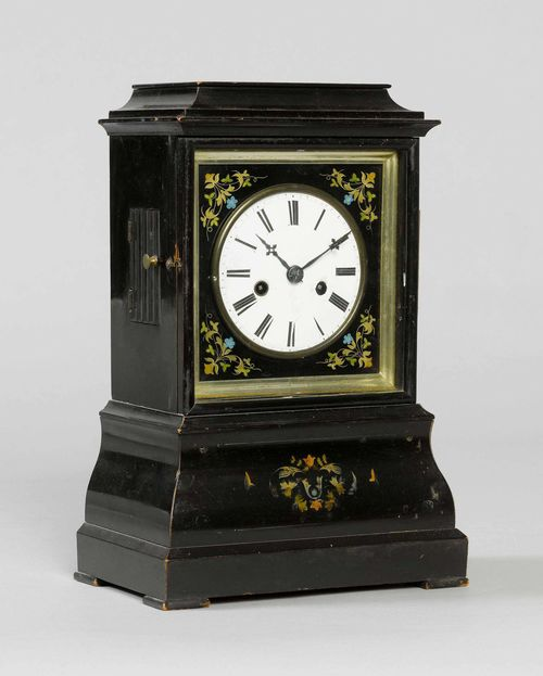 MANTEL CLOCK,Historicism, the movement signed D.WALLMANN EISENBACH. Wood, blackened, and painted with trailing flowers. Rectangular case with retracted top. Movement with anchor escapement, strike on gong. H 33 cm.