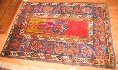 ANATOLIAN PRAYER antique.Red mihrab with yellow spandrels, broad border in blue with star motifs, good condition, 130x98 cm.