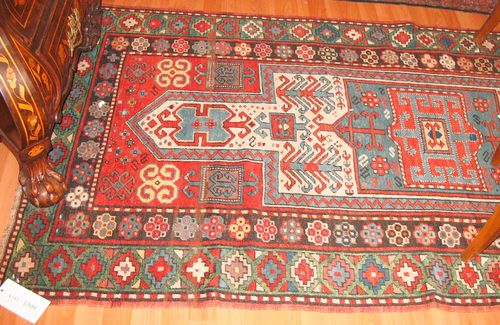 FACHRALO antique.Red ground with a white and blue medallion, geometrically patterned, green border, slight wear, 220x120 cm.