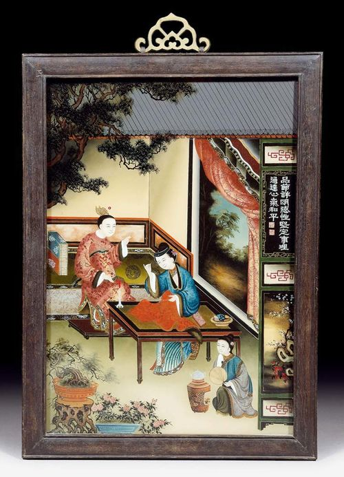 FINE PAINTING ON GLASS.China, early 19th century. 50x34.5 cm. Young couple in an elegant interior. The man is seated on a bed talking, while the woman is embroidering and listening to him. In the foreground, a maid is preparing tea. A pine bough in the upper edge, bonsai pots and the rim of a tiled roof indicate that the perspective is that of looking inwards from a terrace. To the right: an open window with a delicately painted natural landscape, from which the influence of European painting tradition can be clearly gathered by effects of light and shadow. Original wooden frame.