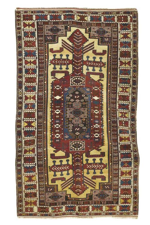 SHIRVAN old. Attractive collectors' piece with beige ground and red central medallion, geometric patterned. Good condition. 216x129 cm.