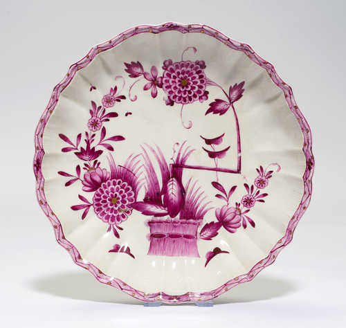 "ROUND PORCELAIN WITH ""HEDGE PATTERN"","