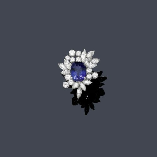 SAPPHIRE AND DIAMOND RING, ca. 1950. Platinum ca. 800-900. Classic-elegant cocktail ring, the top set with 1 fine, oval sapphire of ca. 4.30 ct, within a border of 12 navette-cut diamonds and 11 brilliant-cut diamonds weighing ca. 3.30 ct. Size ca. 53.