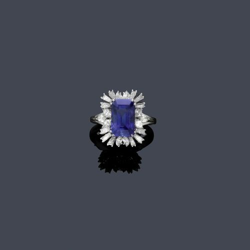 SAPPHIRE AND DIAMOND RING, ca. 1950. White gold 750. Classic-elegant model, the top set with 1 very fine, step-cut Ceylon sapphire of ca. 6.00 ct, unheated, within a border of 12 trapeze-cut diamonds and 10 navette-cut diamonds weighing ca. 1.10 ct. Size ca. 56. Tested by Gemlab.