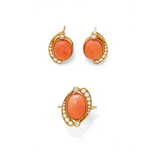 CORAL AND DIAMOND RING, WITH PENDANT AND EARRINGS.