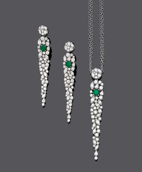 EMERALD AND DIAMOND PENDANT WITH CHAIN AND EAR PENDANTS.