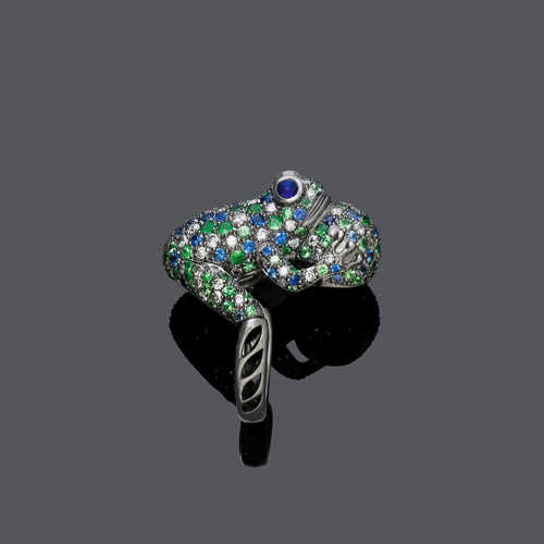 SAPPHIRE, TSAVORITE AND DIAMOND RING.