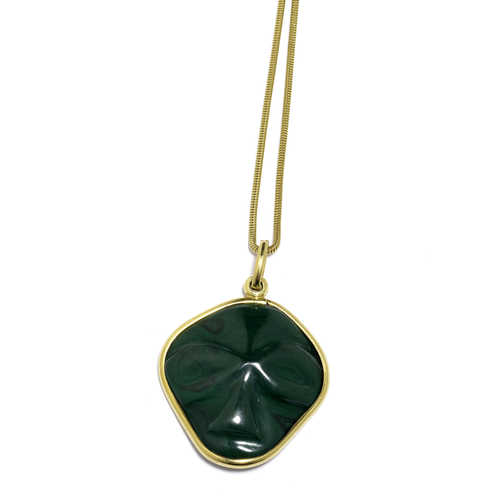 MALACHITE AND GOLD PENDANT WITH CHAIN, ca. 1980.