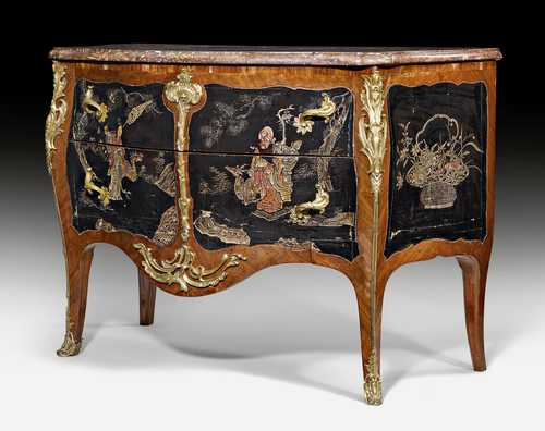 COMMODE WITH COROMANDEL LACQUER PANELS,
