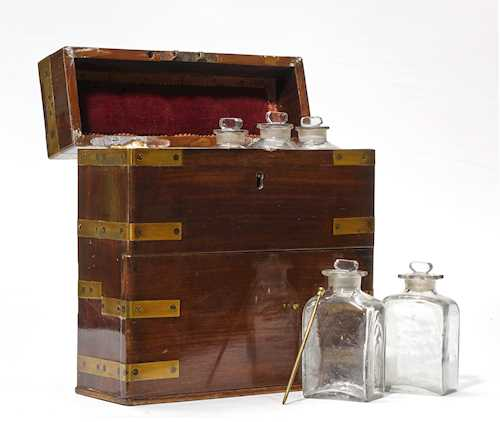 BOX OF A PERFUMER OR PHARMACIST,