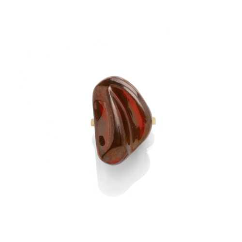 GARNET AND GOLD RING, BY BURLE MARX, ca. 1970.