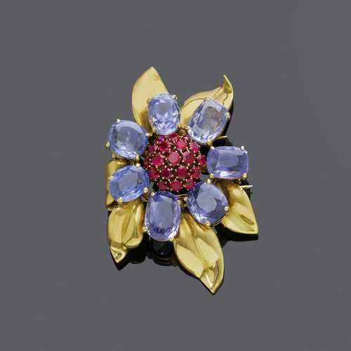 CEYLON SAPPHIRE, RUBY AND GOLD FLOWER CLIP BROOCH, ca. 1940.