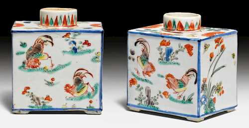 A PAIR OF FAMILLE VERTE TEA CADDIES.