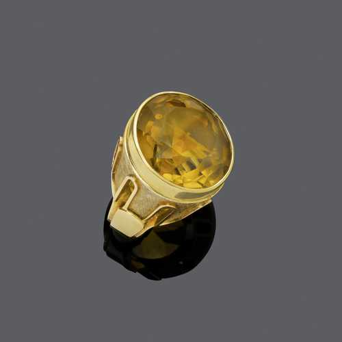 CITRINE AND GOLD RING, ca. 1970.