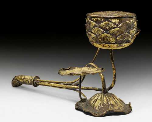 A GILT BRONZE INCENSE BURNER IN THE SHAPE OF LOTUS FLOWERS.