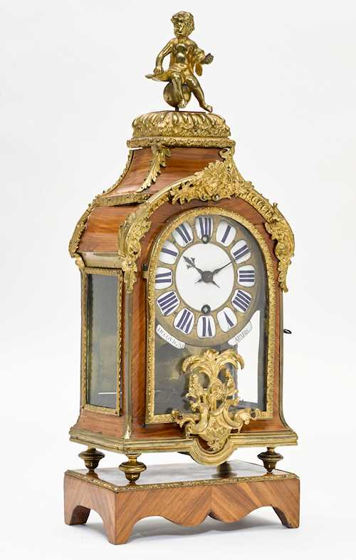 SMALL MANTEL CLOCK ON BASE,