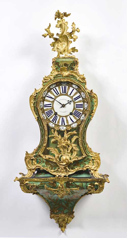 GREEN HORN CLOCK, WITH PENDULLUM