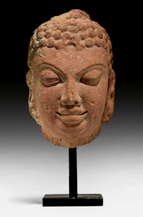 A FINE HEAD OF A BUDDHA.