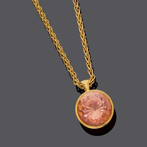 MORGANITE AND GOLD PENDANT, BY LANG, WITH CHAIN.