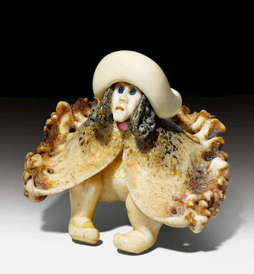 NETSUKE OF A SEATED DUTCHMAN BY MICHAEL BIRCH (1926-2008).