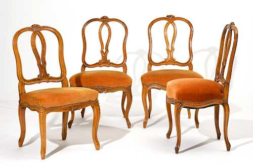 LOT OF 4 ASSOCIATED CHAIRS