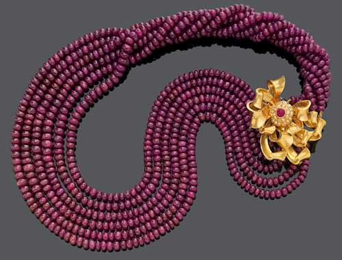 RUBY NECKLACE WITH RUBY AND DIAMOND CLIP BROOCH.