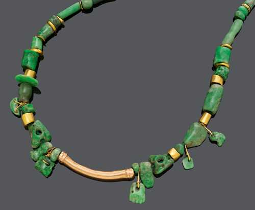 JADEITE AND GOLD NECKLACE, 19th century.