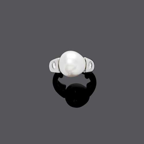PEARL AND DIAMOND RING.