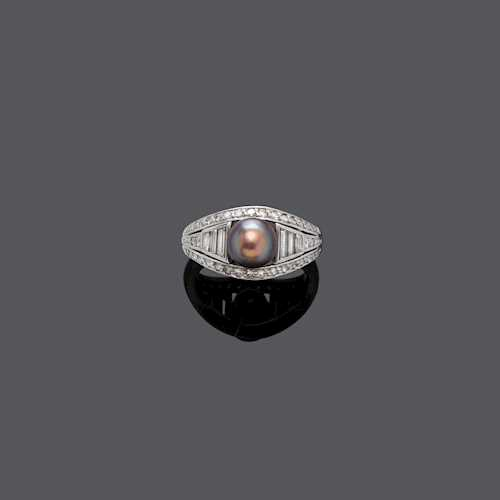 NATURAL PEARL AND DIAMOND RING, ca. 1960.