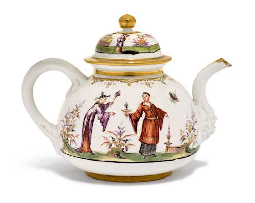 "TEA POT WITH ""HAUSMALER"" CHINOISERIE DECORATION"