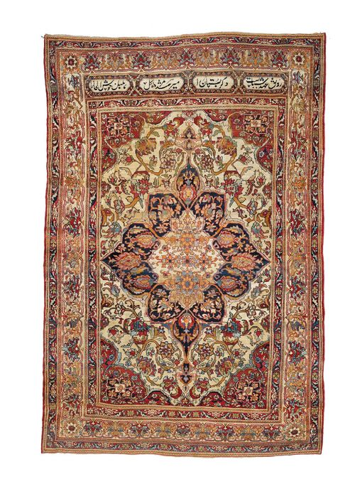 FERAGHAN antique.White ground with a central medallion and red corner motifs. The entire carpet is patterned with trailing flowers and palmettes. White border. Signs of wear, 210x320 cm.