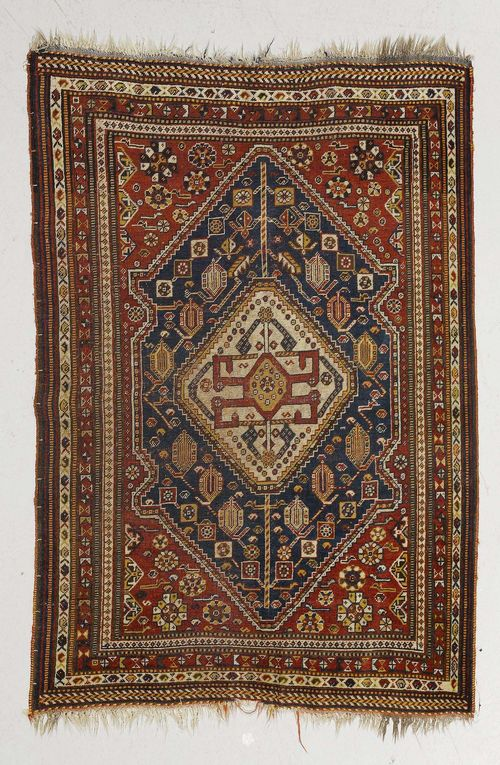 GASHGHAI antique.Red ground with blue, white central medallion, patterned with boteh and star motifs, stepped border, strong signs of wear, 110x155 cm.