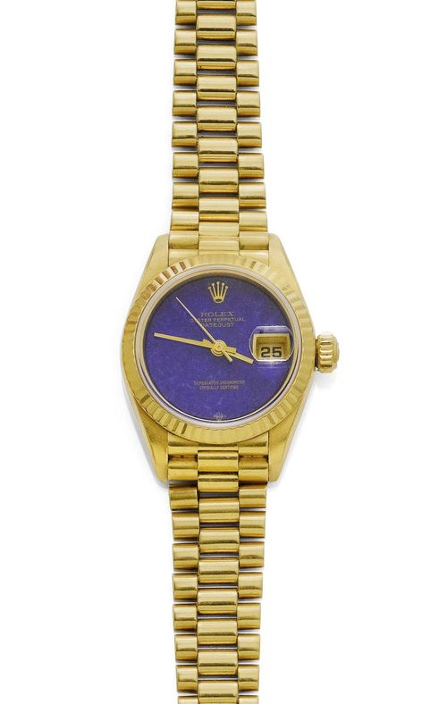 LADY'S WRISTWATCH, ROLEX DATEJUST, 1980s. Yellow gold 750. Ref. 69178. Matte/polished case No. N189493 with fluted lunette, screw-down back and crown. Lapis lazuli dial with gold hands, central second, date at 3h with magnifying glass. Sapphire glass. Automatic, movement No. 240233, Cal. 2135. President gold band with fold-over clasp. D 26 mm.
