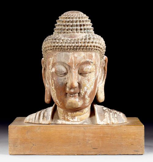 BUDDHA HEAD.China, Ming Dynasty, H 21 cm. Wood with traces of lacquer and gilding. Finely-worked modelling, meditative expression. Acquired from a European collection in 1940.